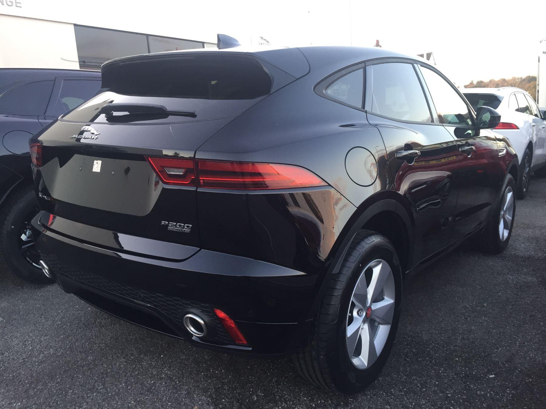 Jaguar E-PACE 2.0 R-Dynamic S image 4